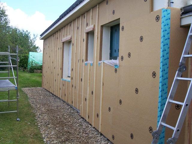 isolation par l exterieure ite une maison des ann es 80 isol e en fibre tinatur. Black Bedroom Furniture Sets. Home Design Ideas